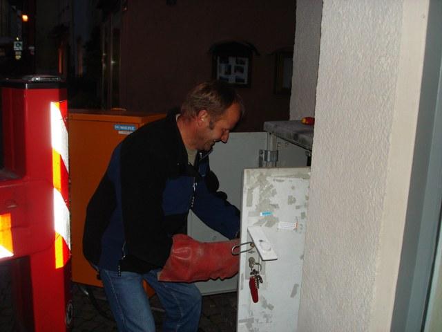 Hans Niedermaier bessert Stromversorgung nach