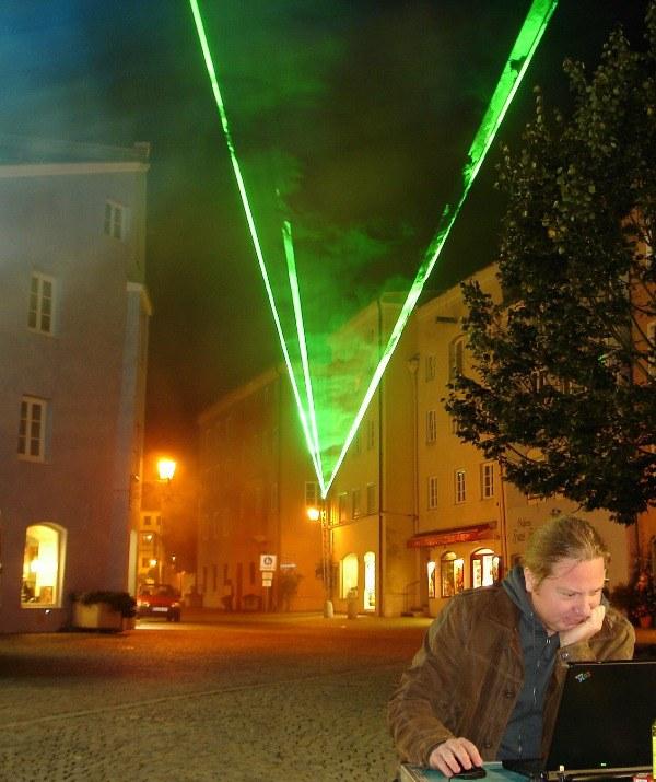 Jörg Isermann programmiert an der Lasershow
