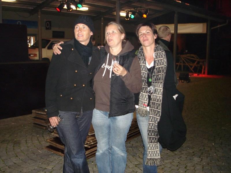Doris, Anette und Nicola sind gespannt auf ihre Werke
